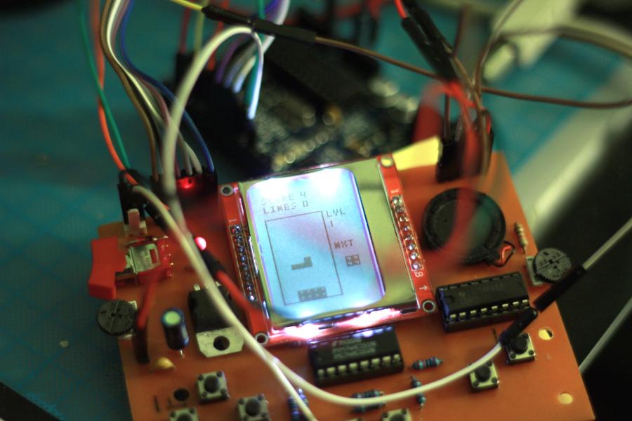 Arduino-powered Handheld Gaming Device